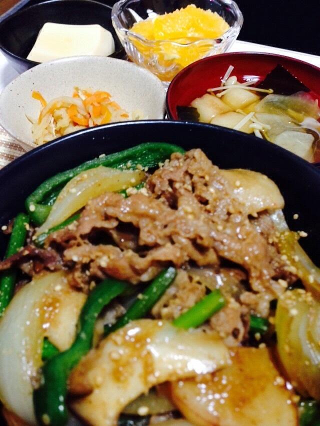 野菜たっぷり牛丼!作り方(焼肉風味)